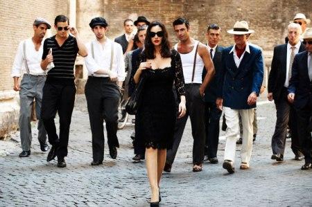 Una-Mujer con varios hombres